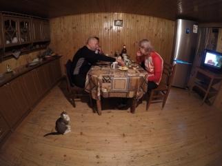 U tety v kuchynke s macickou