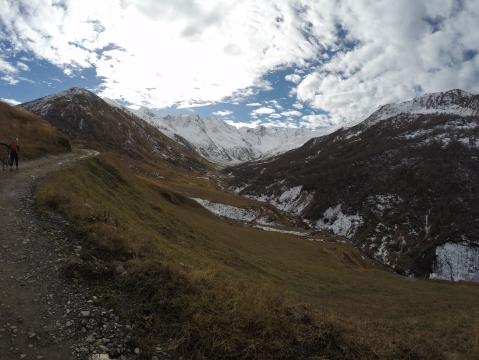 Vyhlad zo sedla, nase najvyssie miesto na cyklotrase 2600m.n.m