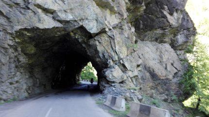 Prehadzame casto takymi tunelmi vedla ktorych tecu divoke ladovcove rieky