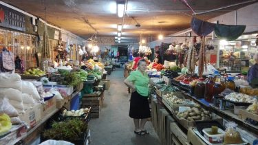Na trhoch v Gruzinsku kupite uplne vsetko, a je to take chutne...