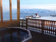 Ubytovanie v chatkach vo fjorde so sukromnou teplou geotermalnou vanou